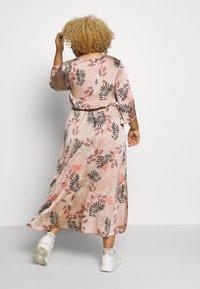 Kaffe Curve - KCROMIE DRESS - Denní šaty - roebuck - 2