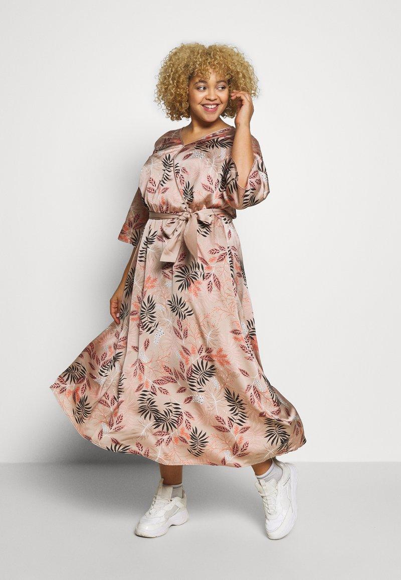 Kaffe Curve - KCROMIE DRESS - Denní šaty - roebuck