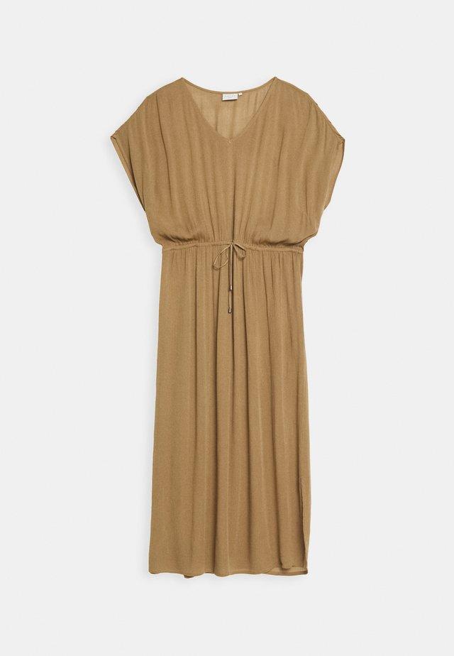 AMI MAXI DRESS - Korte jurk - camel