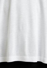 Kaffe Curve - KCANELI - T-shirt basique - optical white - 5