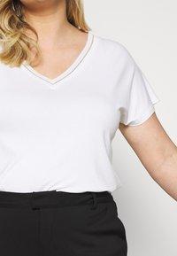 Kaffe Curve - KCMARGIT - T-shirt basique - chalk - 4