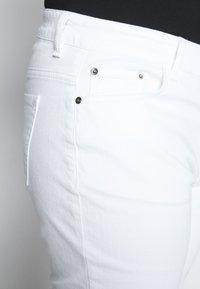 Kaffe Curve - KCMARIA CROPPED JEANS - Jeans fuselé - chalk - 5