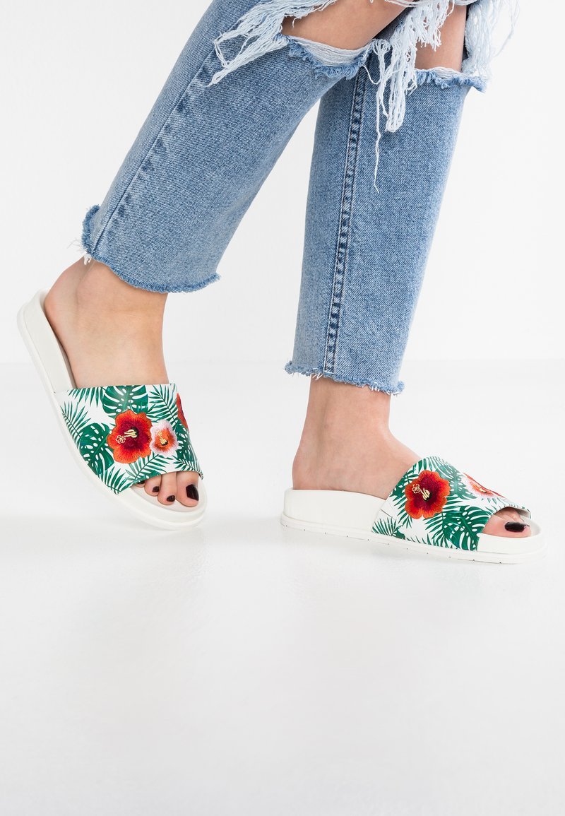 Kenneth Cole New York - XENIA EMBROIDERY - Pantolette flach - green/multicolor
