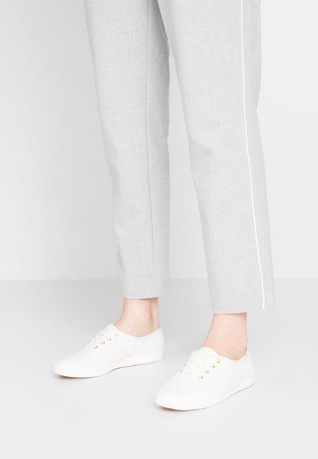 CHAMPION EYELET - Sneaker low - white