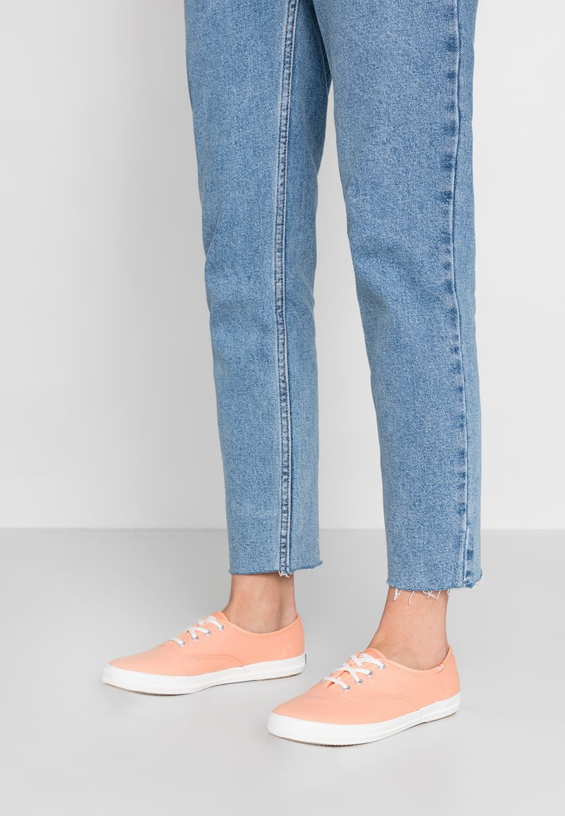 Keds - CHAMPION SOLIDS - Sneakers laag - coral reef