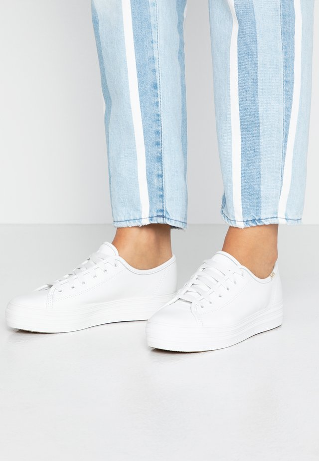 TRIPLE KICK  - Matalavartiset tennarit - white