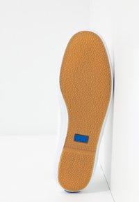 Keds - CHAMPION DAISY EYELET - Zapatillas - white - 6