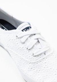 Keds - CHAMPION DAISY EYELET - Zapatillas - white - 2