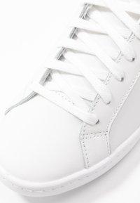 Keds - ACE - Matalavartiset tennarit - white/silver - 2