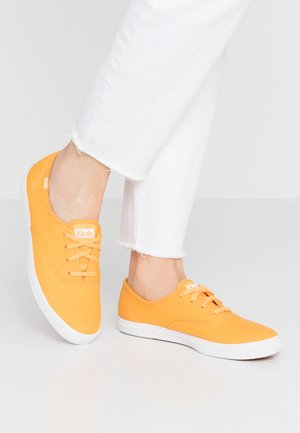 CHAMPION SEASONAL SOLIDS - Sneakersy niskie - cadmium yellow