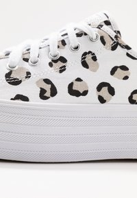 Keds - TRIPLE UP LEOPARD - Tenisky - white/black - 2