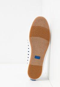 Keds - TEACUP BRETON - Sneakersy niskie - white/navy - 6