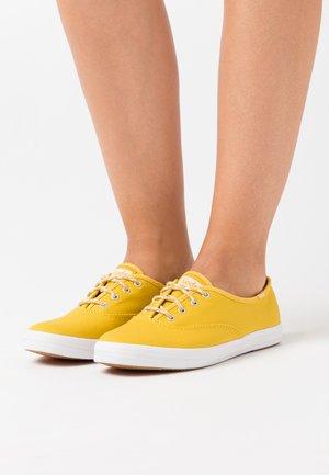 CHAMPION SEASONAL SOLIDS - Tenisky - lemon curry