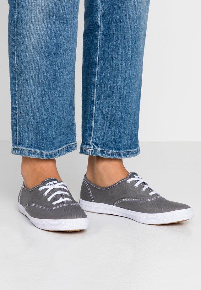 CHAMPION CORE - Sneaker low - grey