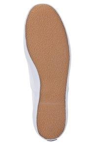 Keds - CHAMPION - Sznurowane obuwie sportowe - white - 2