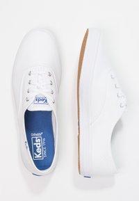 Keds - CHAMPION CORE - Tenisky - white/navy - 2