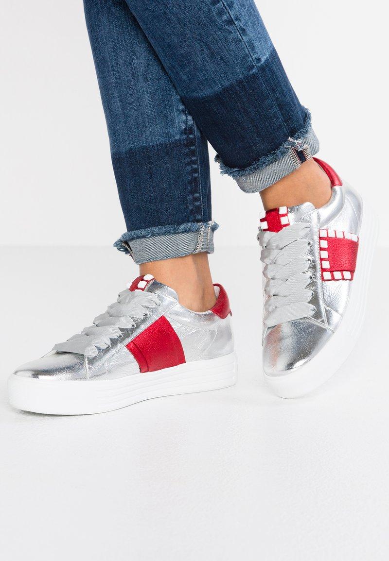 Kennel + Schmenger - UP - Sneaker low - silver/rot