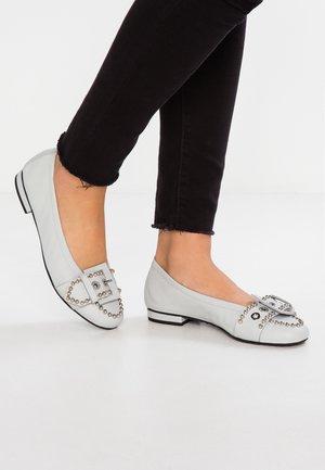 MALU - Klassischer  Ballerina - pastel grey/silver