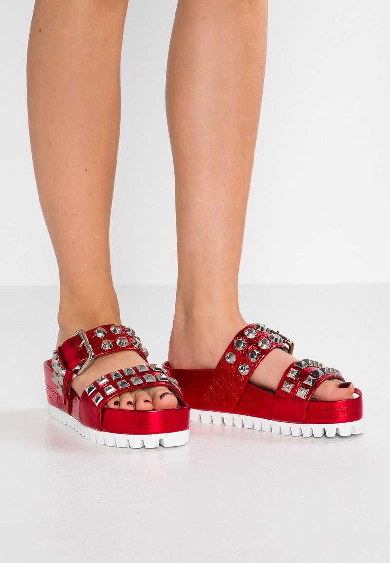 Kennel + Schmenger - PRIDE - Heeled mules - red/silver