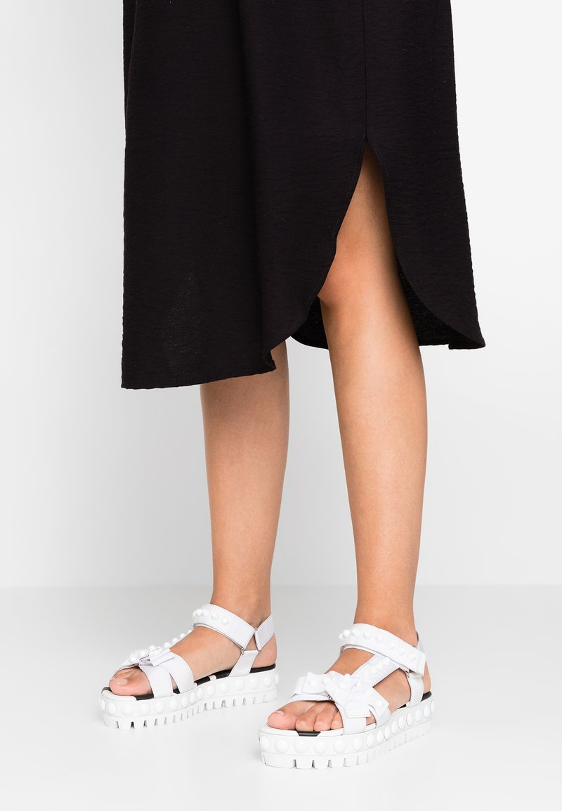 Kennel + Schmenger - NEO - Platform sandals - white/black