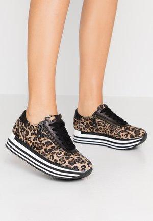 NOVA - Sneakers - camel/schwarz