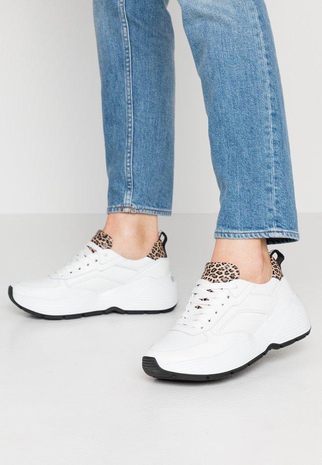 YUKO - Sneakers - bianco/camel