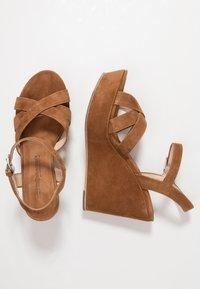 Kennel + Schmenger - Korolliset sandaalit - cognac - 3