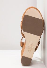Kennel + Schmenger - Korolliset sandaalit - cognac - 6