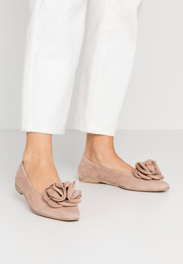 LEA - Klassischer  Ballerina - skin