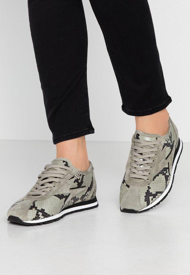 STRIKE - Sneakers - shilf/schwarz