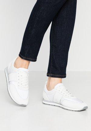STRIKE - Sneakers - bianco/grau