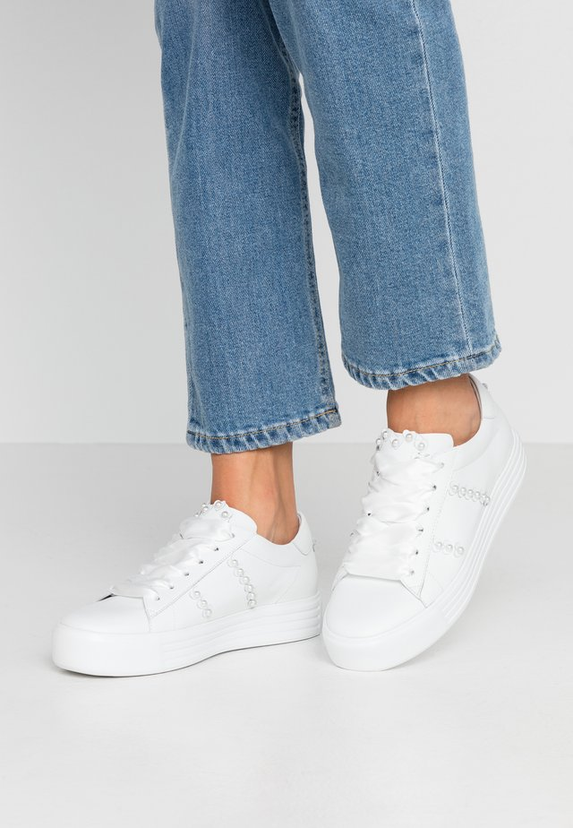 UP - Sneakers laag - bianco