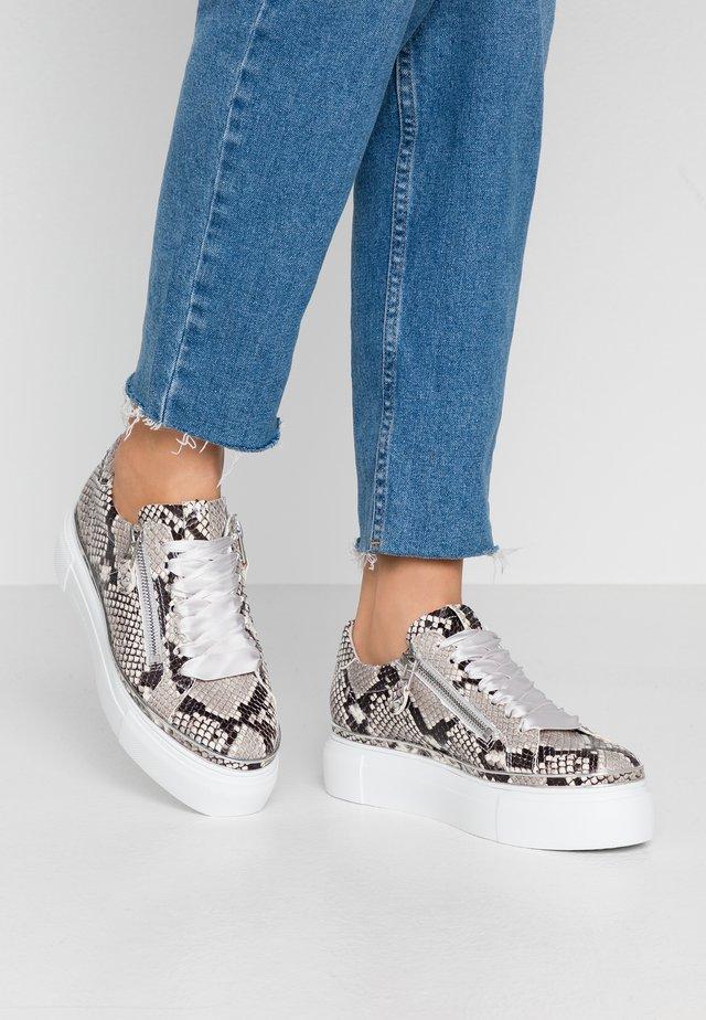 GIGA - Sneakersy niskie - grey/weiß/silver