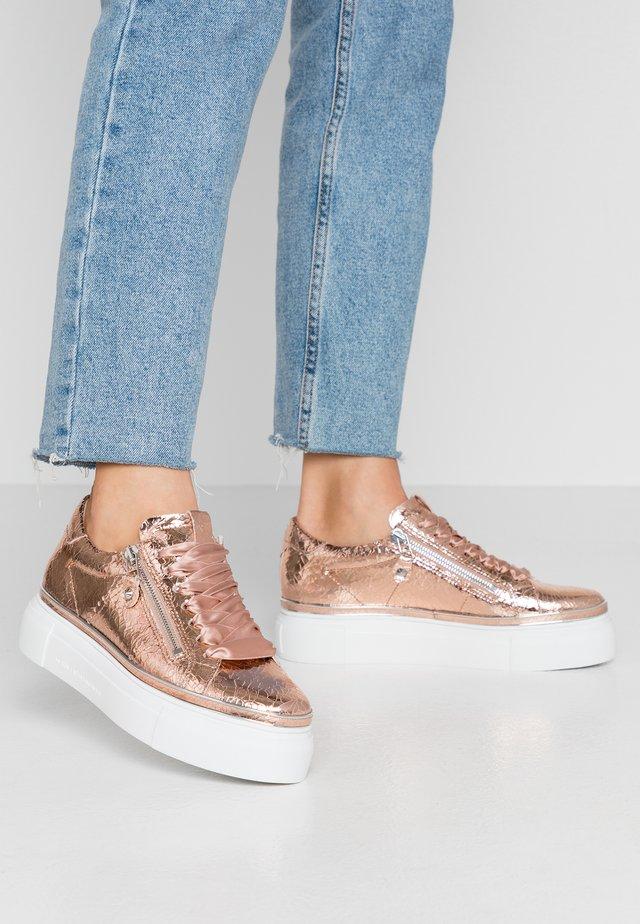 GIGA - Sneaker low - rose/weiß/silver
