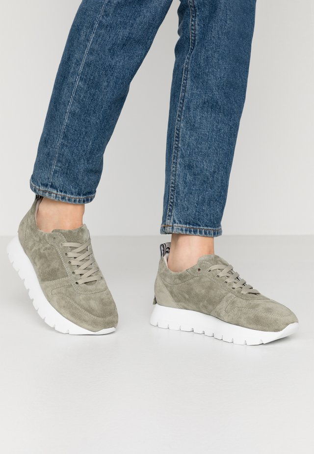 Sneakers - shilf/weiß