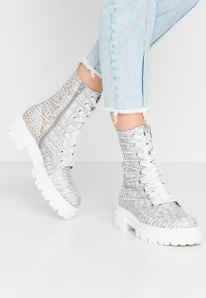 Platform ankle boots - grey/weiß