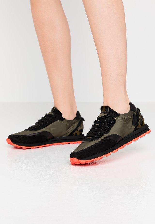 ICON - Sneaker low - schwarz/khaki