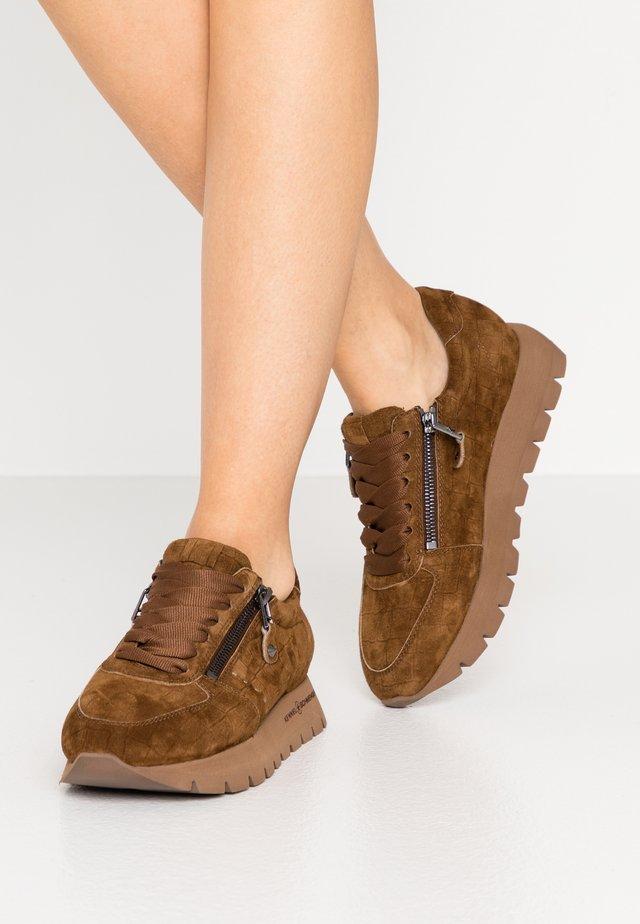 RISE  - Sneaker low - tonka