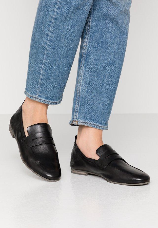 TARA - Slippers - schwarz