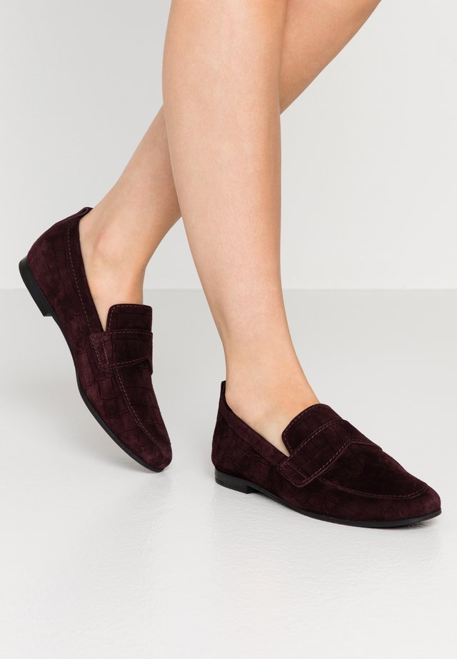 TARA - Slippers - bordo