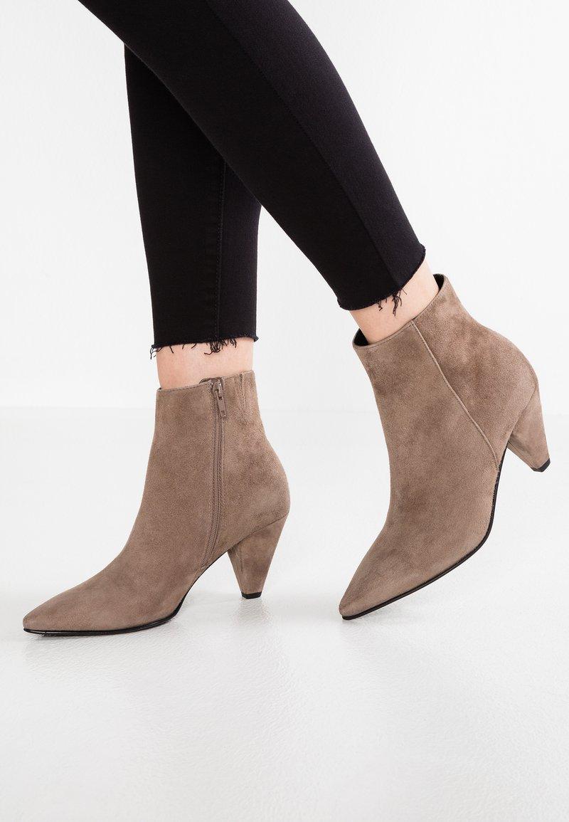 Kennel + Schmenger - LIZ - Ankle boots - cedar