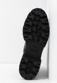 Kennel + Schmenger - BOBBY - Kotníkové boty na platformě - black - 6