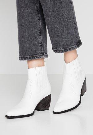 LUNA - Kotníková obuv - white/black