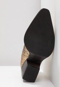 Kennel + Schmenger - LUNA - Boots à talons - gold/schwarz - 6