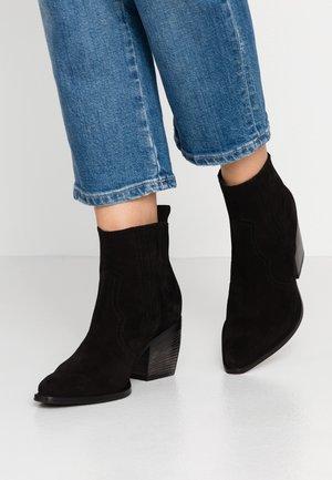 LUNA - Korte laarzen - schwarz