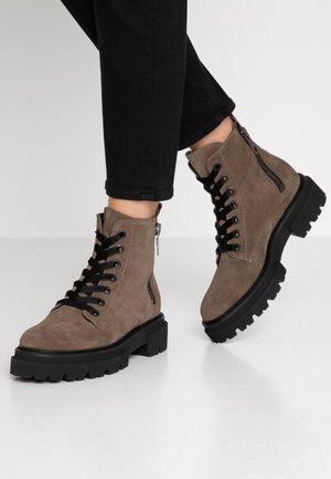 BOBBY - Platform ankle boots - tundra