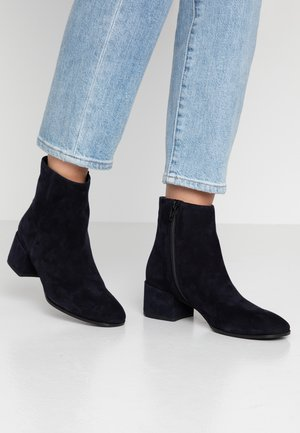GIL - Classic ankle boots - ocean