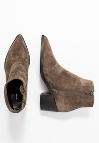 Kennel + Schmenger - BOMI - Classic ankle boots - grey - 3