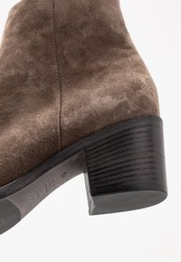 Kennel + Schmenger - BOMI - Classic ankle boots - grey - 2