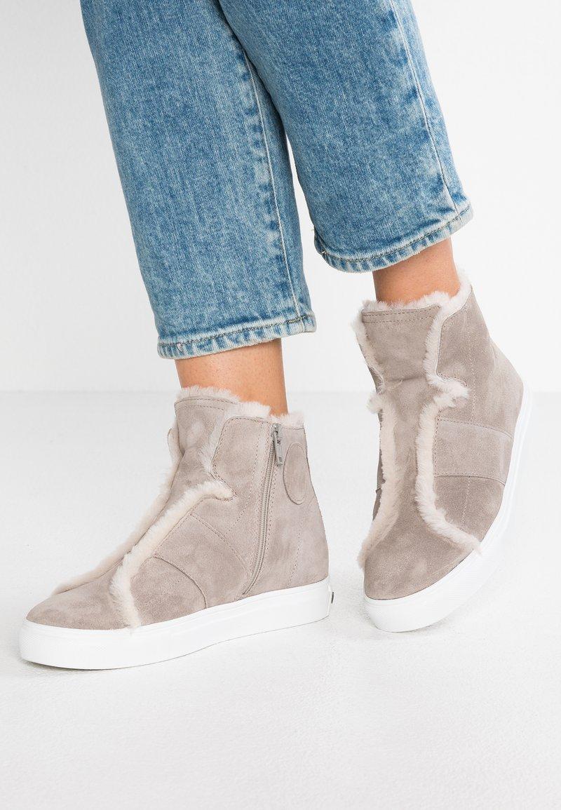 Kennel + Schmenger - BASKET - Ankle boots - elefant/nature/weiß